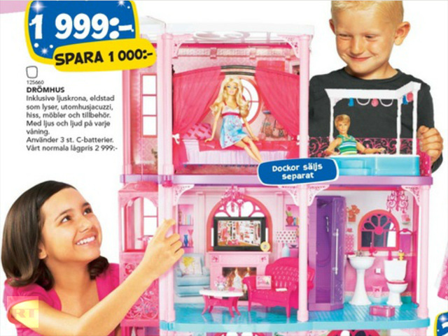 boy-and-girl-play-with-dolls